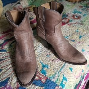 2dd3104da912 Women Frye Billy Short on Poshmark